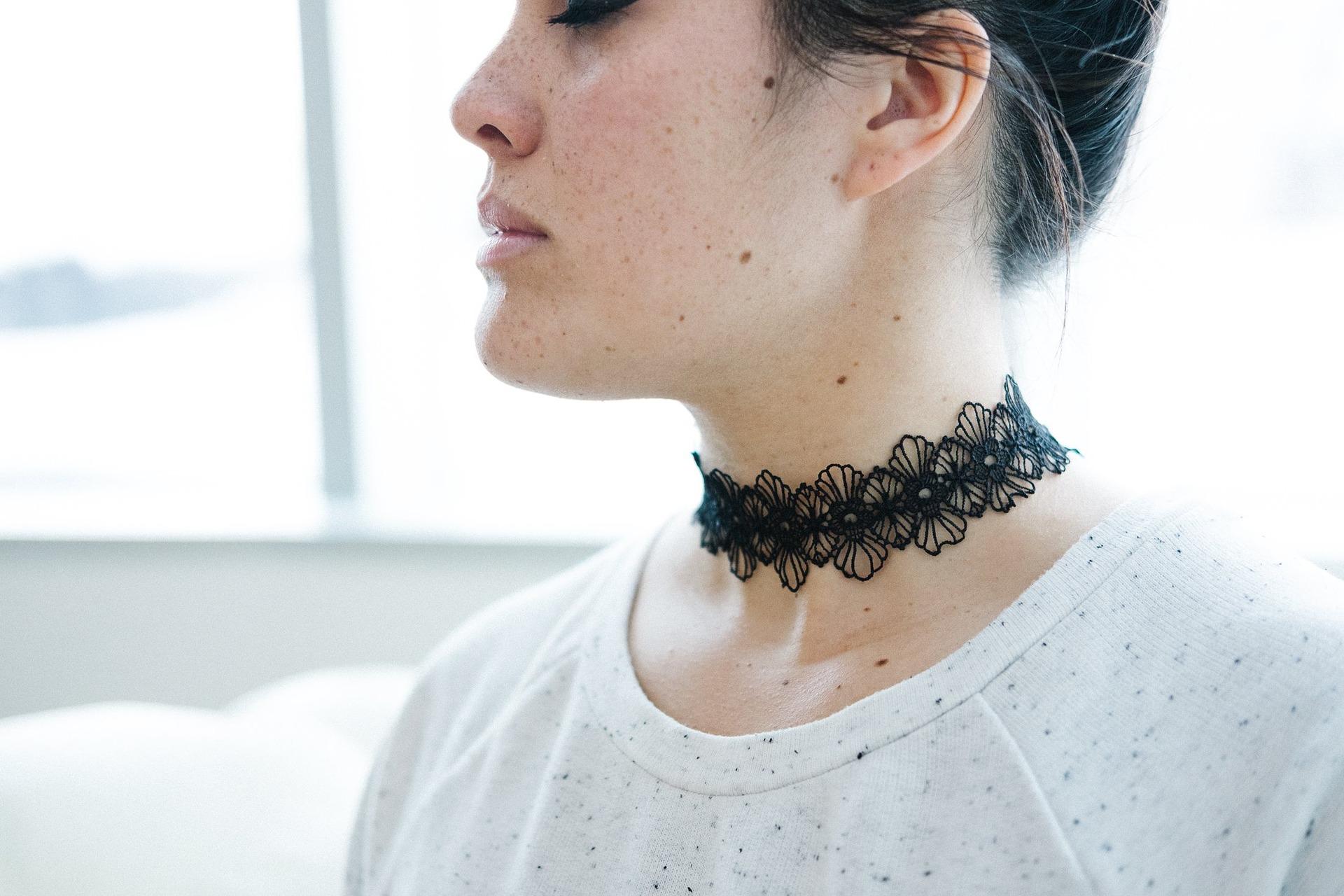 coker-ogrlica-nakit